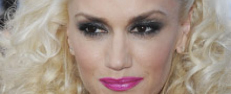 Gwen Stefani's Bright Pink Lips & Smokey Eyes