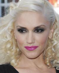 Gwen Stefani's Bright Pink Lips & Smokey Eyes